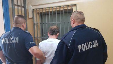 Policjanci znaleźli przy nim scyzoryk ze śladami krwi, wcześniej znaleźli zwłoki. Bezdomnemu grozi dożywocie (fot.policja.pl)