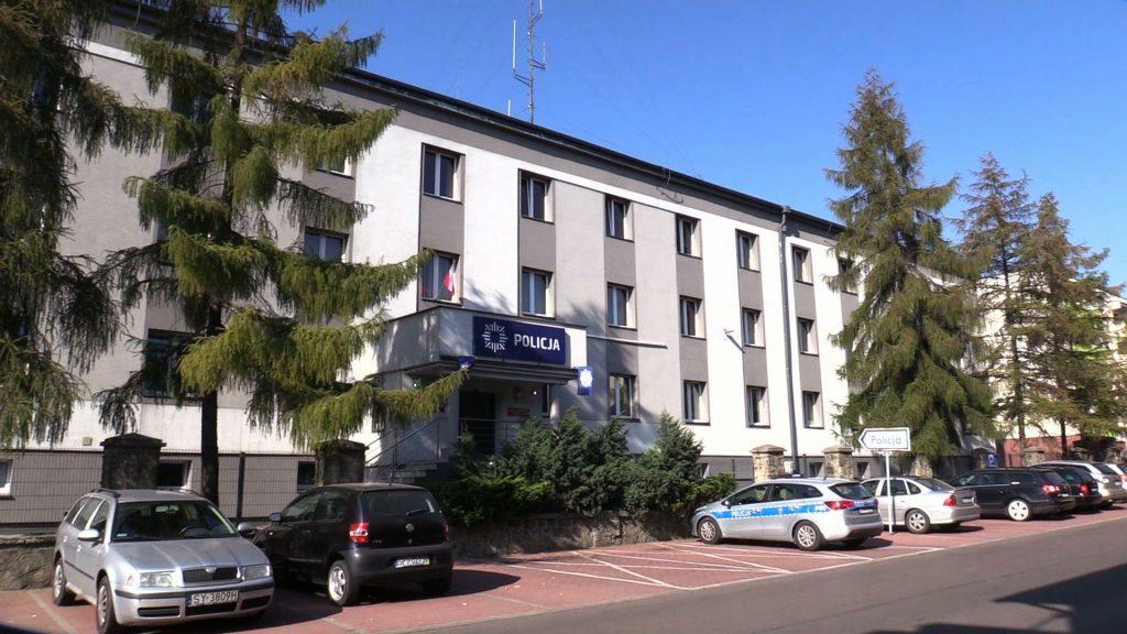 W Piekarach Śląskich spod samej komendy policji uciekło z konwoju dwóch nastolatków