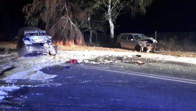Golf najechał na BMW, które uderzyło w skodę. BMW zaczęło się palić. 6 osób rannych, w tym 3 dzieci (fot.Policja Kujawsko - Pomorska)