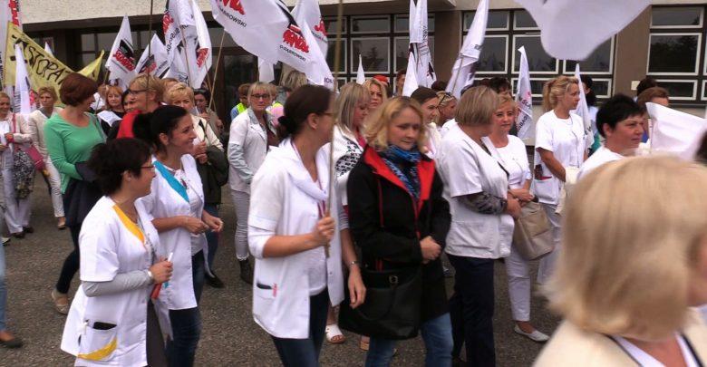 Protest w Wojewódzkim Szpitalu Specjalistycznym nr 3 w Rybniku. Dziś jego pracownicy demonstrowali przed szpitalem