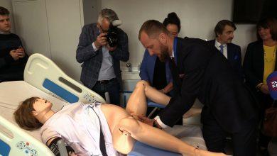 Symulatory pacjentów krwawią, pocą się a nawet rozmawiają ze studentami. To tylko część wyposażenia nowego Centrum Symulacji Medycznej SUM