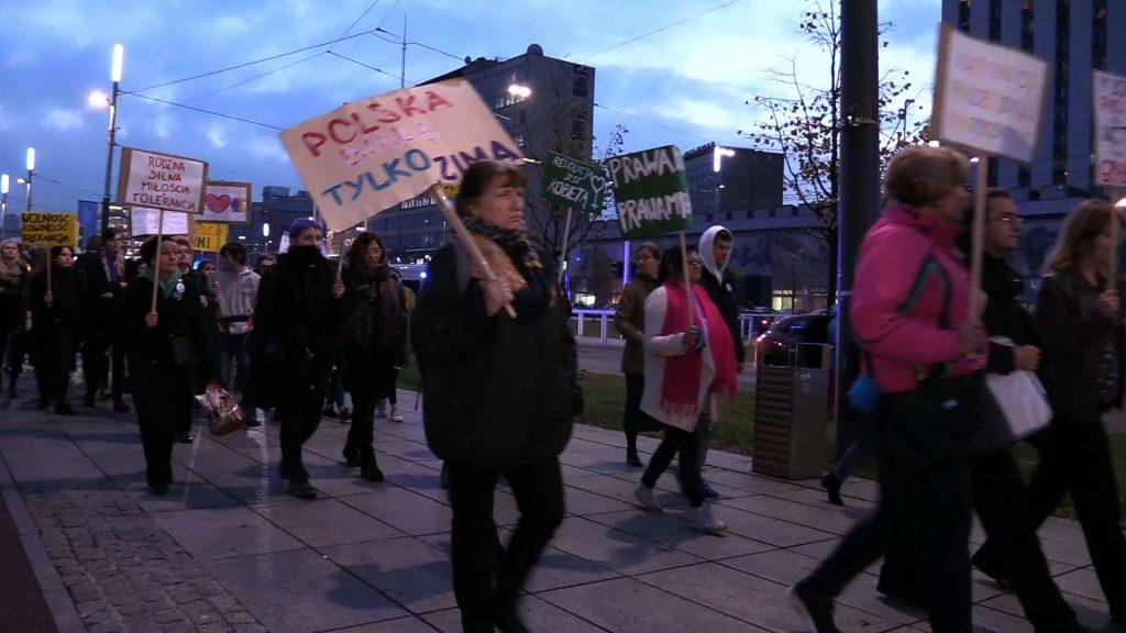 Kobiety wyszły na ulice Katowic. Drugi Marsz Kobiet to nowe postulaty. Między innymi chodzi o opiekę zdrowotną