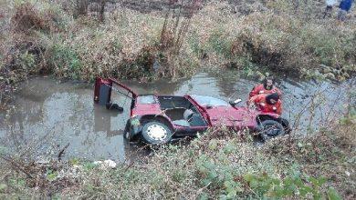 Stracił panowanie nad autem i wpadł do rzeki [FOTO] Był pijany (fot.Policja Podkarpacka)