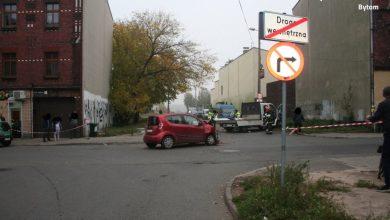 Bytom: W wyniku zderzenia osobówki i dostawczaka zmarł pieszy. Jak do tego doszło? (fot.KMP Bytom)