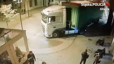 SZOK! Wjechał tirem na rynek w Gliwicach [WIDEO, FOTO] Kierowca z Rudy Śląskiej zabłądził