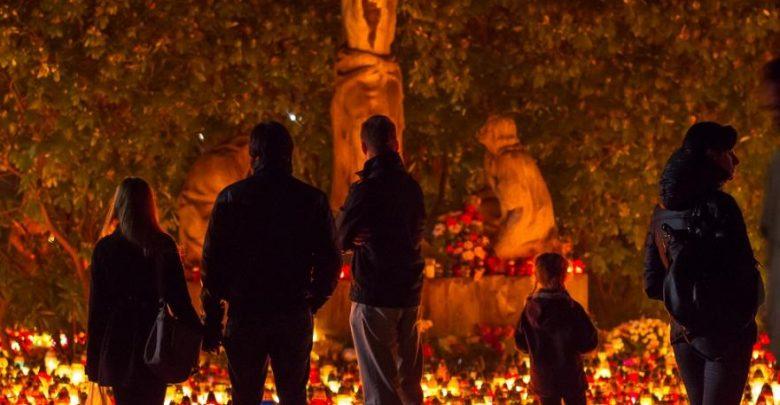 Wszystkich Świętych w Gliwicach: jak dojechać na cmentarz? [UTRUDNIENIA]