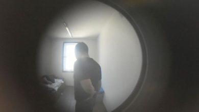 Zasnął pod szlabanem kolejowym, a obudził się w więziennej celi (fot.Policja Świętokrzyska)
