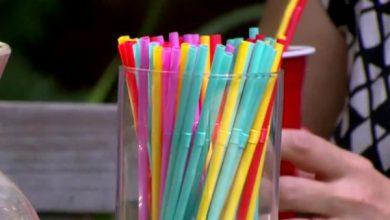 Plastikowe przedmioty jednorazowe, takie jak talerze, sztućce, słomki i patyczki higieniczne będą zakazane w Unii Europejskiej od 2021 r