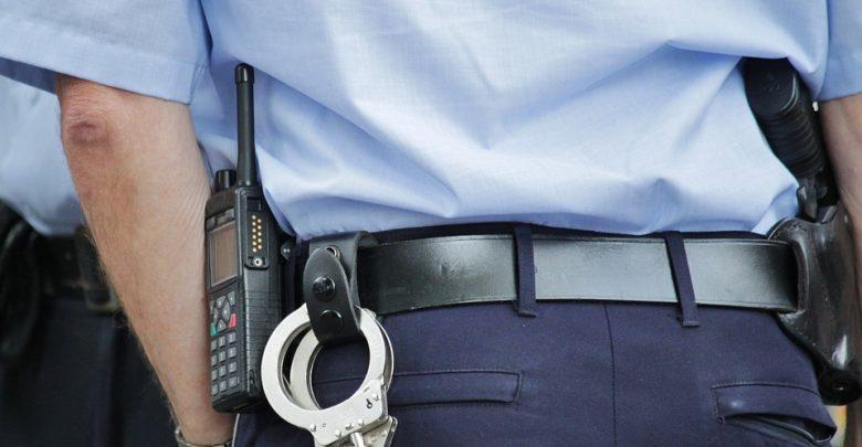 Policja apeluje, by nie straszyć dziecka policjantem! (fot.pogladowe/www.pixabay.com)