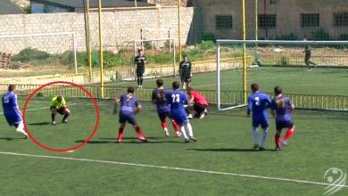 Niesamowite! Sędzia zawstydził piłkarzy i strzelił pięknego gola (fot.TVP Sport)