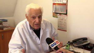 Dr Tadeusz Krawecki, który jako lekarz chorób zakaźnych przepracował ponad 60 lat - dziś o nieszczepieniu dzieci mówi krótko: to zbrodnia