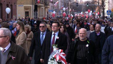 100-lecie niepodległości Polski: Biało-czerwony marsz przeszedł ulicami Katowic