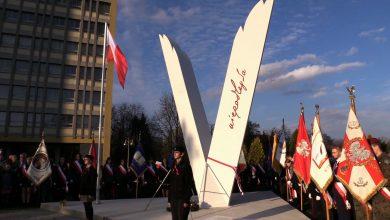 Ogromne V czyli Pomnik Niepodległości stanął w Tychach