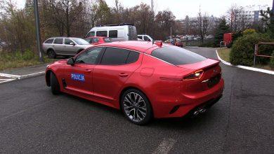 Osiem policyjnych samochodów KIA Stinger wyjedzie wkrótce na śląskie ulice. Każdy z nich ma 245 KM mocy i przyspiesza do 100 km/h w nieco ponad 6 sekund
