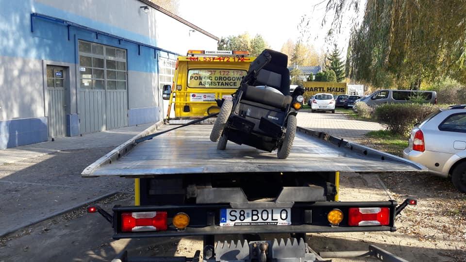 Jaworzno: Koparka wjechała w wózek inwalidzki. Wezwano lawetę