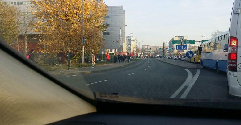 Katowice: Wypadek na skrzyżowaniu Sokolskiej i Chorzowskiej. Są ranni. Ogromny korek na DTŚ w stronę centrum