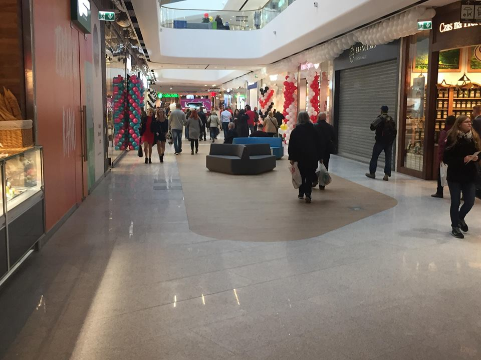 Galeria Libero w Katowicach oficjalnie rozpoczęła już działalność. Na powierzchni blisko 45 tys. m kw mieści się ponad 150 sklepów i punktów usługowych (fot. Mateusz Pojda)