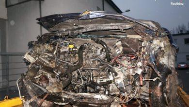 Racibórz: policja szuka świadków tragicznego wypadku w Markowicach. W zmiażdżonym samochodzie zginęło małżeństwo (fot.policja)