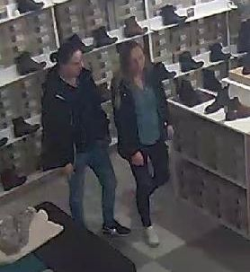 Tychy: Poznajecie je? [ZDJĘCIA] Ukradły buty za prawie 2 tys. złotych (fot.KMP Tychy)