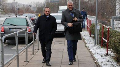 Przesłuchanie Czarneckiego zakończone. Zabezpieczono nośniki (fot.TVP Info)
