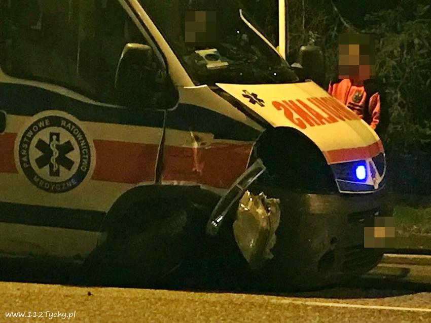 Groźny wypadek w Tychach! Na ulicy Budowlanych karetka pogotowia zderzyła się z samochodem osobowym (fot.www.112tychy.pl)
