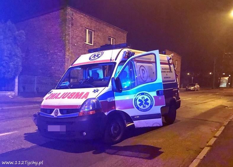 Wypadek karetki w Tychach miał miejsce w niedzielę, 25 listopada wieczorem. Na ulicy Budowlanych w rejonie stacji Sanepid-u, osobowy Volkswagen zderzył się karetką (fot.www.112tychy.pl)