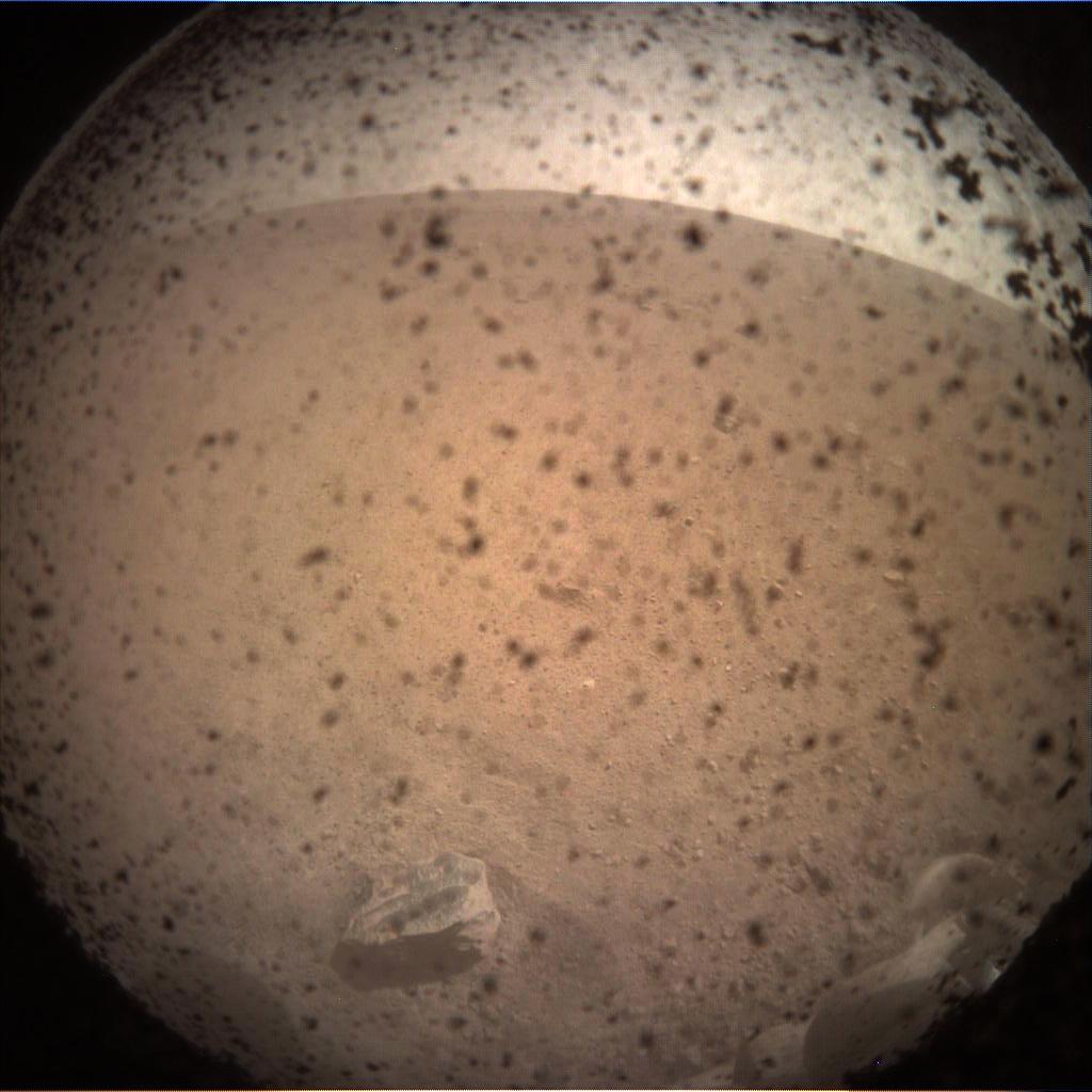 InSight na Marsie. NASA publikuje pierwsze zdjęcia z czerwonej planety