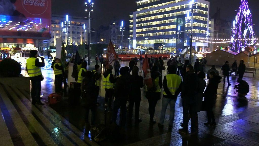 Narodowcy protestowali na katowickim Rynku przeciwko presji wywieranej na Polskę ze strony środowiska międzynarodowego