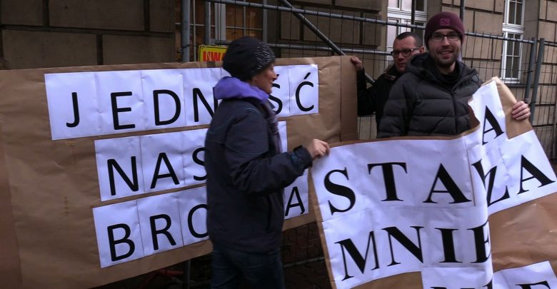 Katowice: Protest pracowników sądów. Chcą podwyżek i lepszych warunków pracy