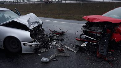 Czołowe zderzenie mercedesa z oplem [ZDJĘCIA] Nie żyje kobieta podróżująca oplem (fot.Policja Kujawsko-Pomorska)