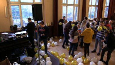 Wolontariusze przygotowują imprezę dla potrzebujących. Sylwester z Ubogimi w Katowicach to szczególne wydarzenie