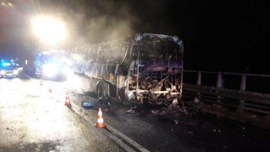 Śląskie: Kolizja w Rudnikach. Autobus spłonął doszczętnie [ZDJĘCIA] (fot. Śląska Policja)