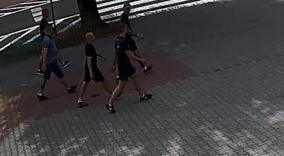 Bandyci w kominiarkach pobili chłopaka w Gliwicach [ZDJĘCIA] Rozpoznajecie ich? (fot. KMP Gliwice)