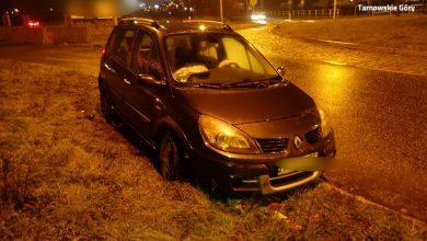 Tarnowskie Góry: pijany kierowca chciał przejechać przez rondo... uderzył w latarnię [FOTO]