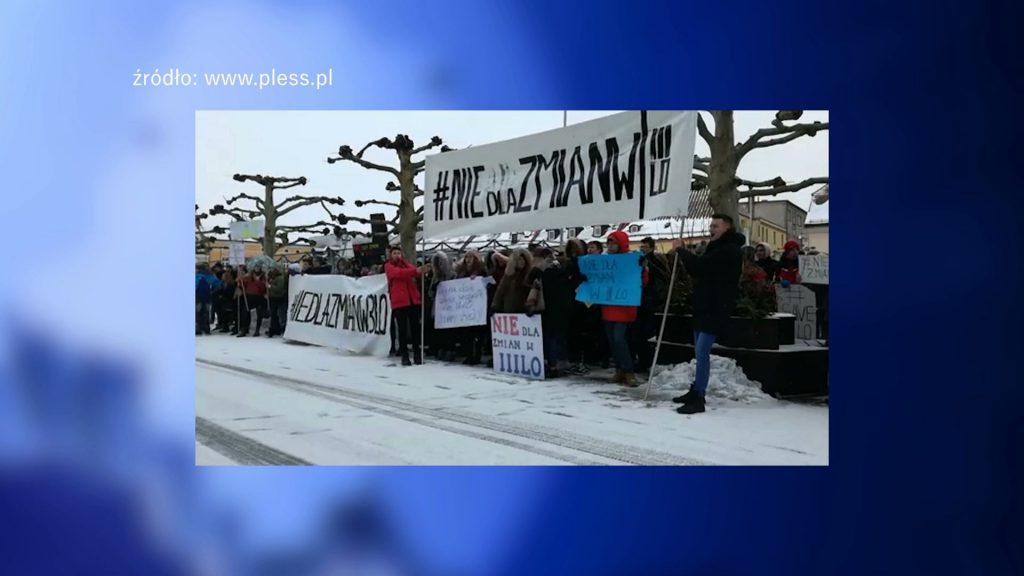 Uczniowie III LO w Pszczynie nie chcą zmian w ich szkole. Dlatego protestują przeciwko przeniesieniu szkoły do innego budynku