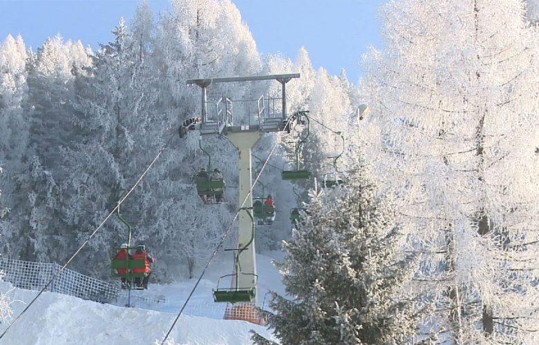 Tym razem centymetry białego puchu mierzymy na trasach Ośrodka Narciarskiego Czorsztyn Ski!