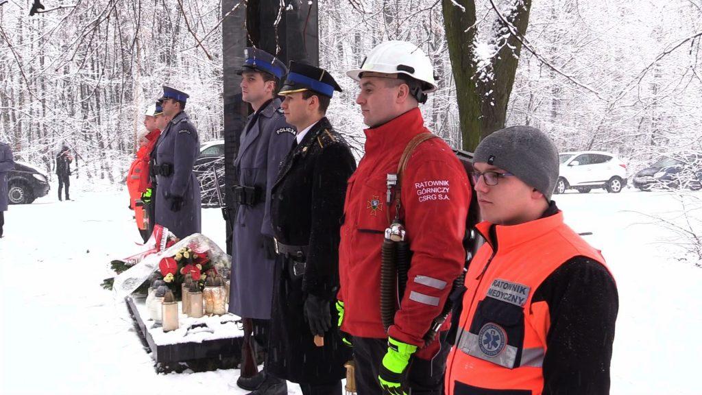 W akcji ratowniczej udział brali strażacy, ratownicy górniczy, policjanci, strażnicy miejscy, żołnierze, i ratownicy górscy