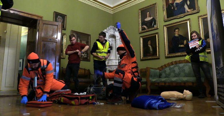 Jak dobrze, że to tylko na niby! Zobaczcie niesamowite ćwiczenia ratowników w Bielsku! [WIDEO]