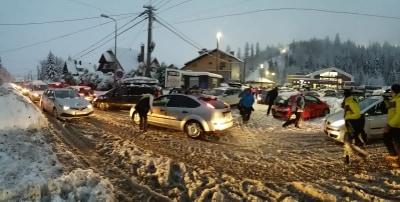Stan klęski żywiołowej w Szczyrku. Miasto nie radzi sobie z obfitymi opadami śniegu! (fot.Paweł Smalcerz)