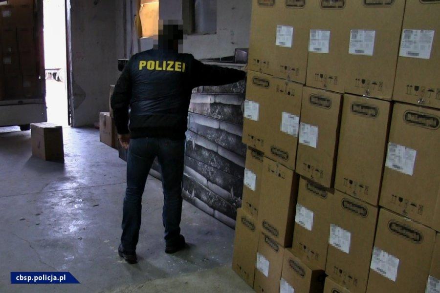 Gang okradający tiry metodą NA PLANDEKĘ rozbity. Działali na Śląsku i w całej Europie! (fot.CBŚP)