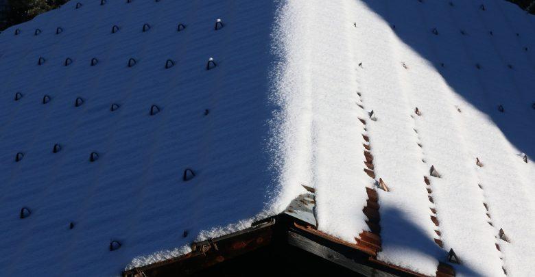 Szczyrk: dach zawalił się pod naporem śniegu! W budynku mieszkały trzy osoby