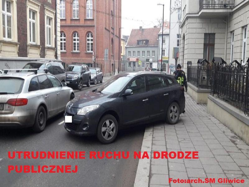 Tak zaparkowanych samochodów nie tłumaczy nawet przedświąteczna gorączka. Sami zobaczcie grudniowych mistrzów parkowania z Gliwic.