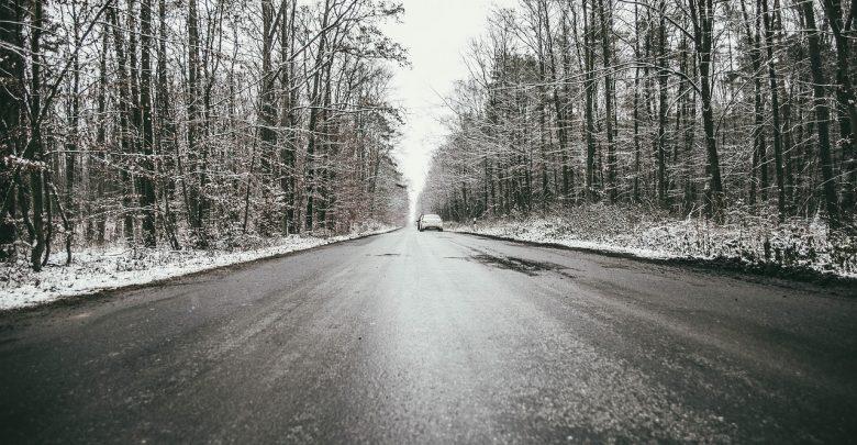 Instytut Meteorologii i Gospodarki Wodnej ostrzega także kierowców - niedziela, 24 stycznia to także gołoledź na drogach - zarówno w dzień jak i w nocy (fot.pixabay.com)