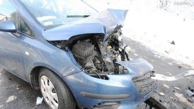Śmiertelny wypadek w Żarkach. Zginął kierowca Corsy (fot.KPP Myszków)