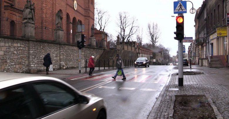 Kierowca VW potrącił dwie osoby w Piekarach Śląskich i uciekł!