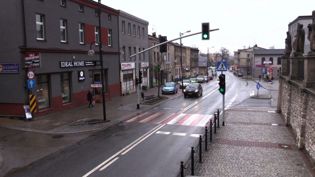 Policjanci z Piekar Śląskich szukają kierowcy Volkswagena Polo, który na przejściu dla pieszych przy ulicy Bytomskiej potrącił dwie osoby