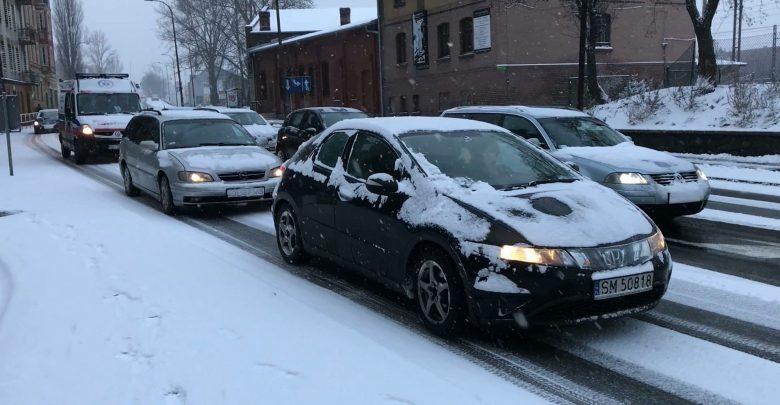 Zima zaskoczyła dziś wszystkich. Paraliż w woj. śląskim [WIDEO] (fot.mat.TVS)