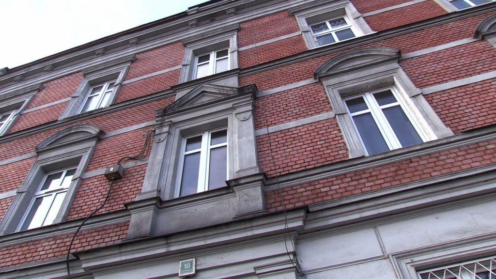 Dramat w Mysłowicach. W jednym z mieszkań w bloku przy ul. Katowickiej zmarł 6-miesięczny chłopczyk! Tragedia wstrząsnęła całym miastem