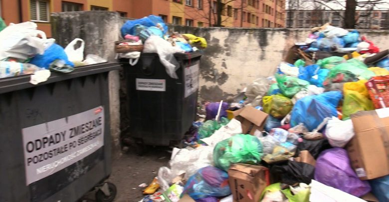 Zawalone śmietniki, tony śmieci i odpadów w Sosnowcu! Dlaczego nikt ich nie odbiera?