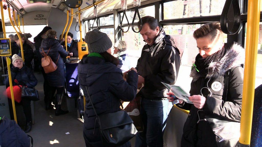 Autobusy w Gliwicach walczył dzisiaj z depresją. W jednym z nich, linii A-4 można dziś było spotkać pracowników Poradni Psychologiczno-Pedagogicznej
